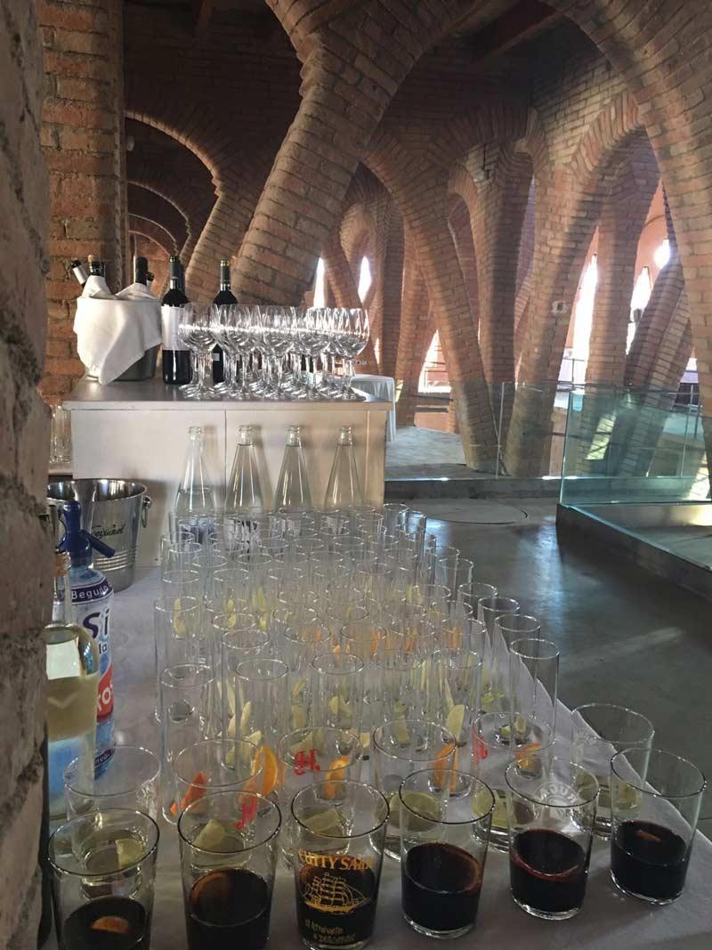 Apeitiu de casament a la Catedral del Vi