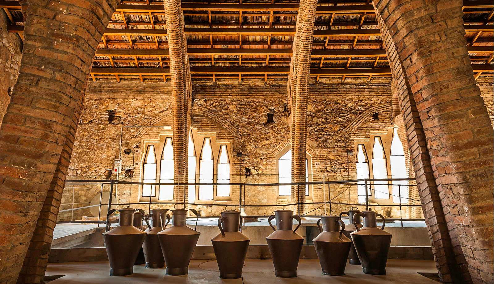 catedral-del-vi-celler-modernista-pinell-de-brai-visita-guiada