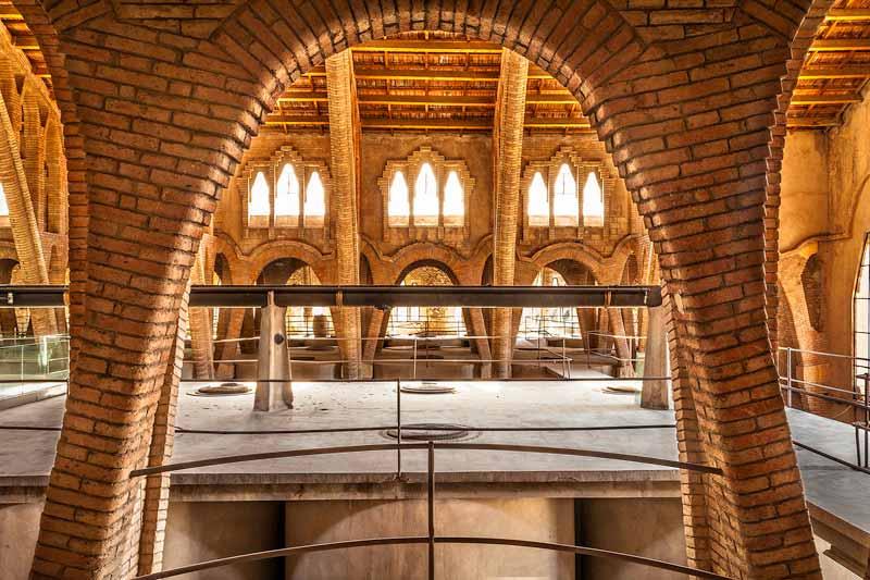 La Catedral del Vi de Pinell de brai es una bodega modernista que realiza actividades de enoturismo